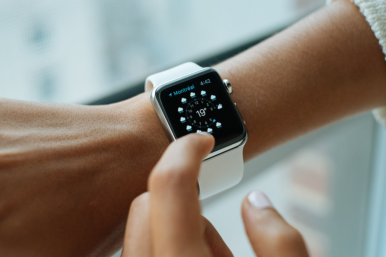 """טבעת נישואין מודרנית יכולה להיות """"חכמה"""" כמו הטלפון שלכם"""
